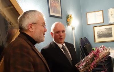 Josef Wüllner bedankt sich bei Michael Ogrodowski für sein Engagement als Notenwart - Foto: Peter Mahnke